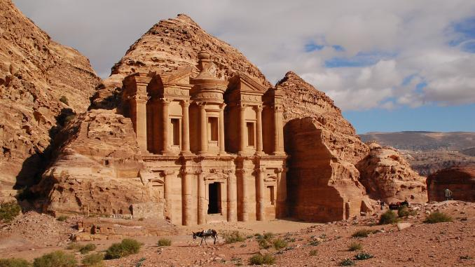 Kloster in der Felsenstadt Petra in Jordanien / Jordanien