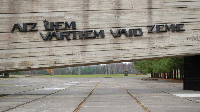Eingangstor des ehemaligen Lagers in Salaspils