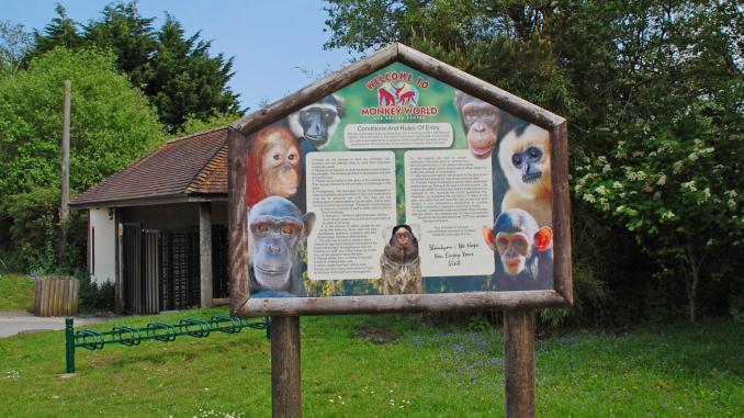 Schild in der Monkey World