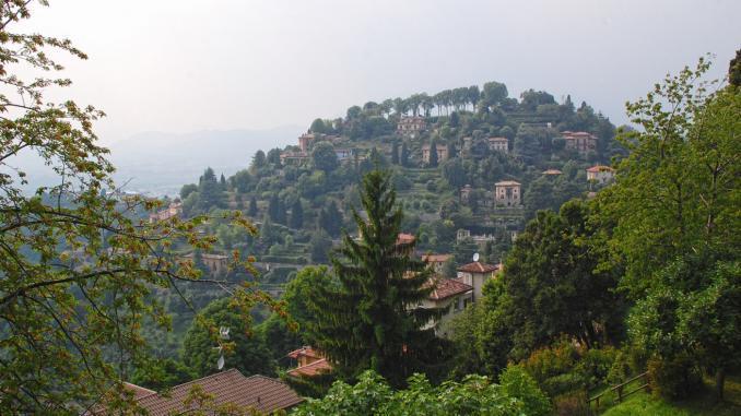 Ausblick Bergamo von Castello San Vigilio
