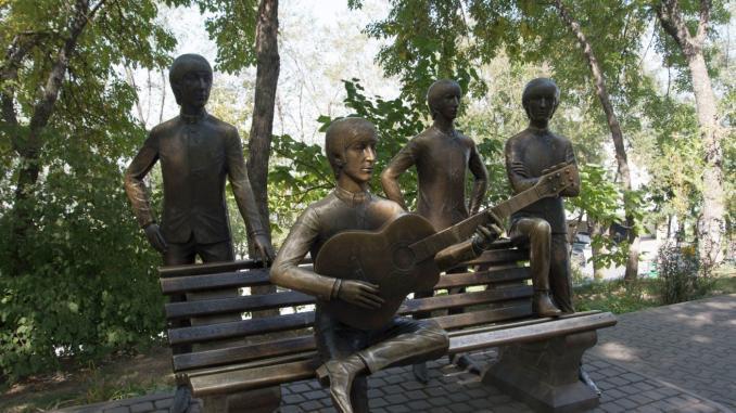 Beatles Statue auf Kök-Töbe in Almaty