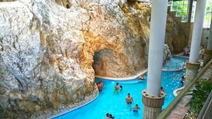 Höhlenbad Barlangfürdő in Ungarn