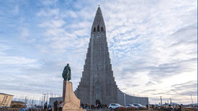 Hallgrímskirkja und Leif Eriksson Statue