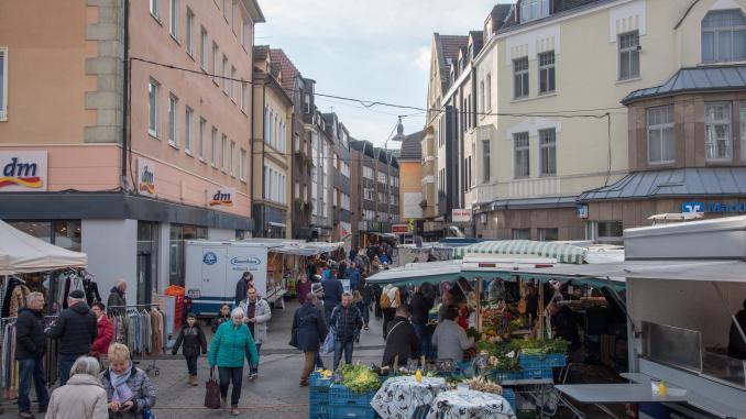 Wochenmarkt am Schillerplatz in Iserlohn