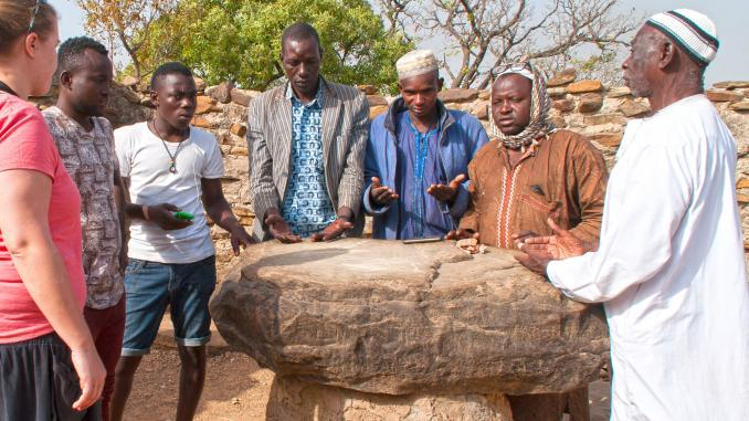 Zeremonie am mystischen Stein in Larabanga