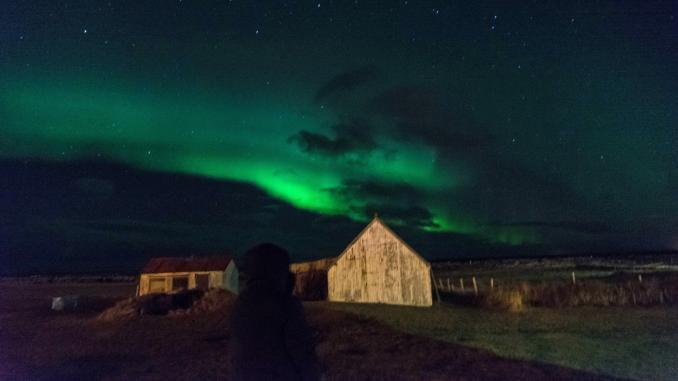 Island im Winter mit Nordlichtern