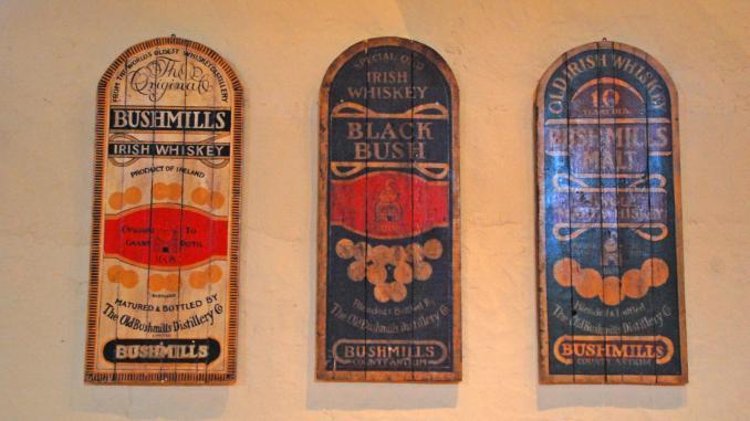 Bushmills Distillerie Werbeschilder