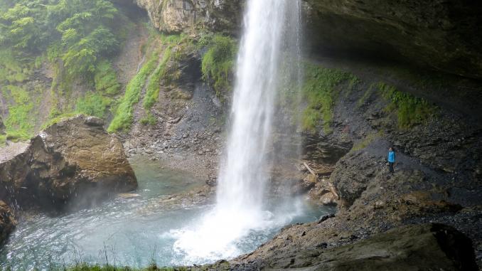 Berglistüber Wasserfall in der Schweiz